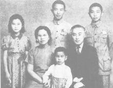 1945年,陈立夫全家摄于公馆
