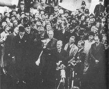 签署完《慕尼黑协定》返回伦敦的张伯伦