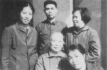 与家人合影(70年代)
