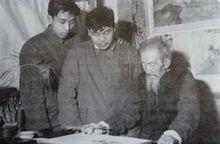 刘奎龄指导学生作画