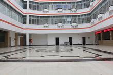 华山医院一楼大厅