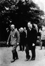 汪精卫访问日本时与头号甲级战犯东条英机