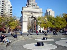 学校中心的华盛顿广场公园