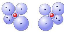 每个氧原子有六个外层电子