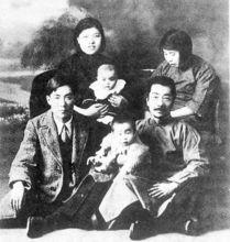 冯雪峰与鲁迅两家合影