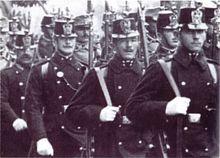 1913年在维也纳街头的奥匈帝国士兵