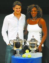 美网冠军及其奖杯